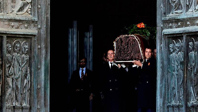 El Gobierno rechaza las críticas de la oposición a la exhumación de Franco