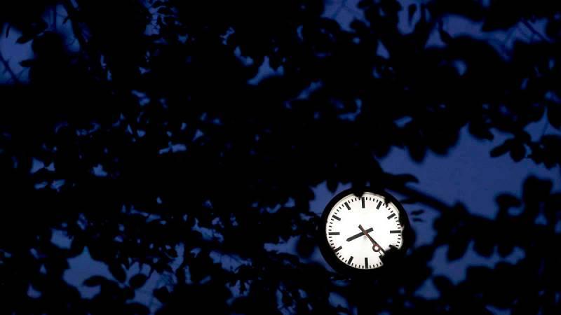 Los relojes vuelven el domingo 27 de octubre de madrugada a retrasarse en España (a las 03:00 h volverán a marcar las 02:00 h).