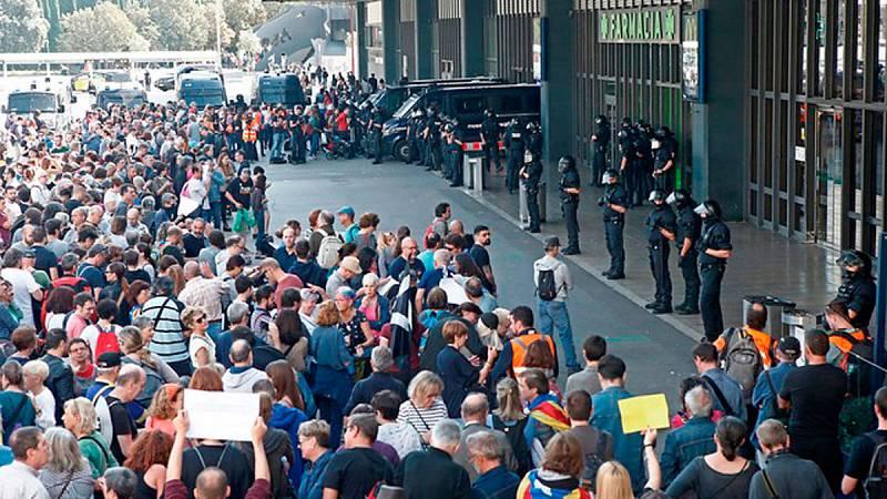 Los Mossos acordonan la estación de Sants para impedir el acceso de manifestantes