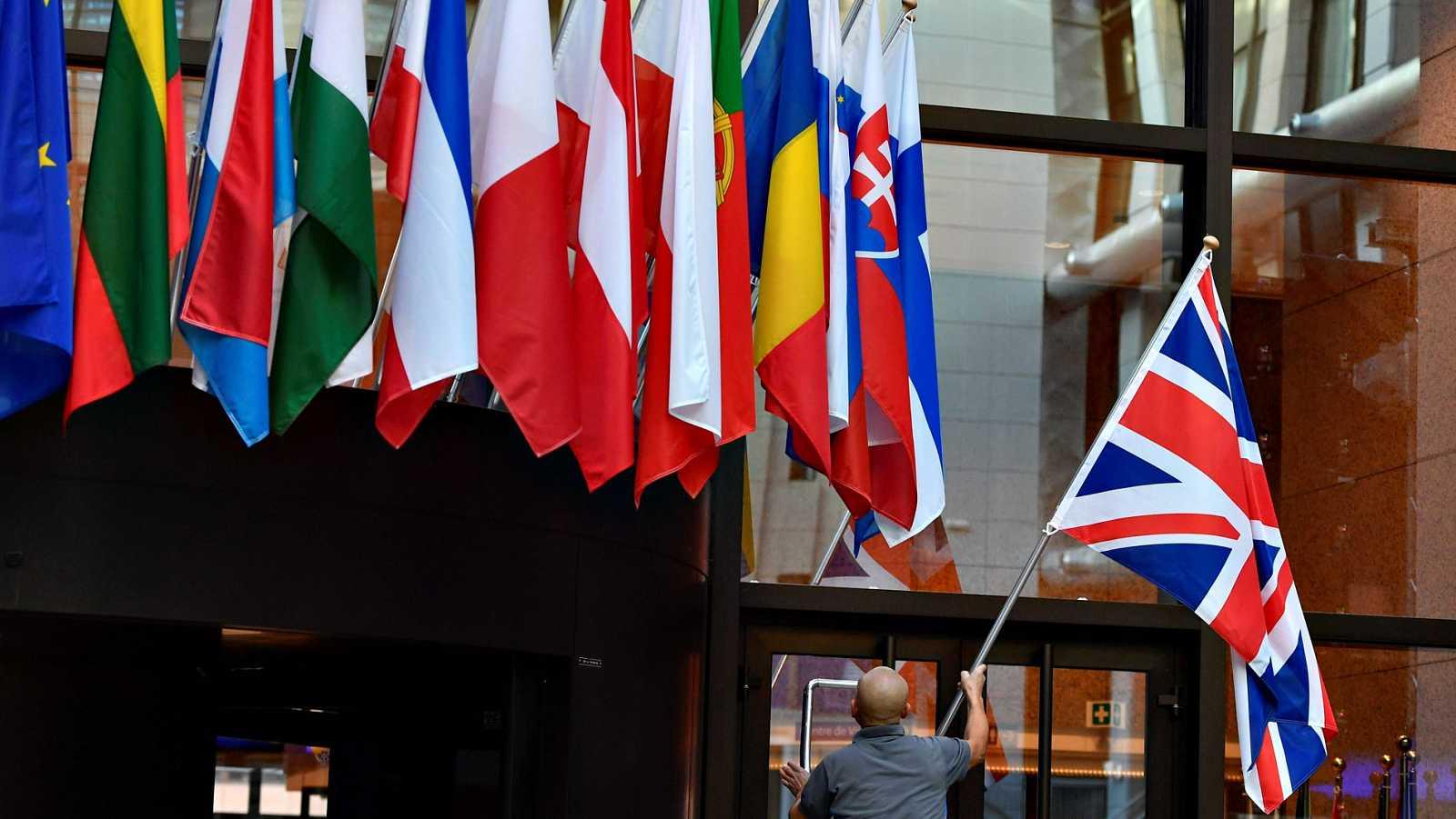 La Unión Europea concede una tercera prórroga del 'Brexit' a Londres