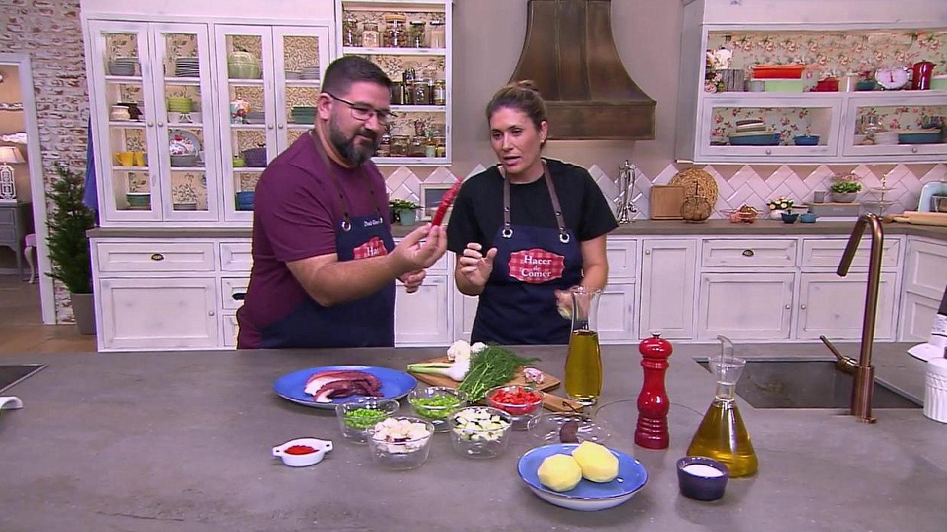 Hacer De Comer Cangrejos En Salsa Y Frito De Pulpo Mallorquín