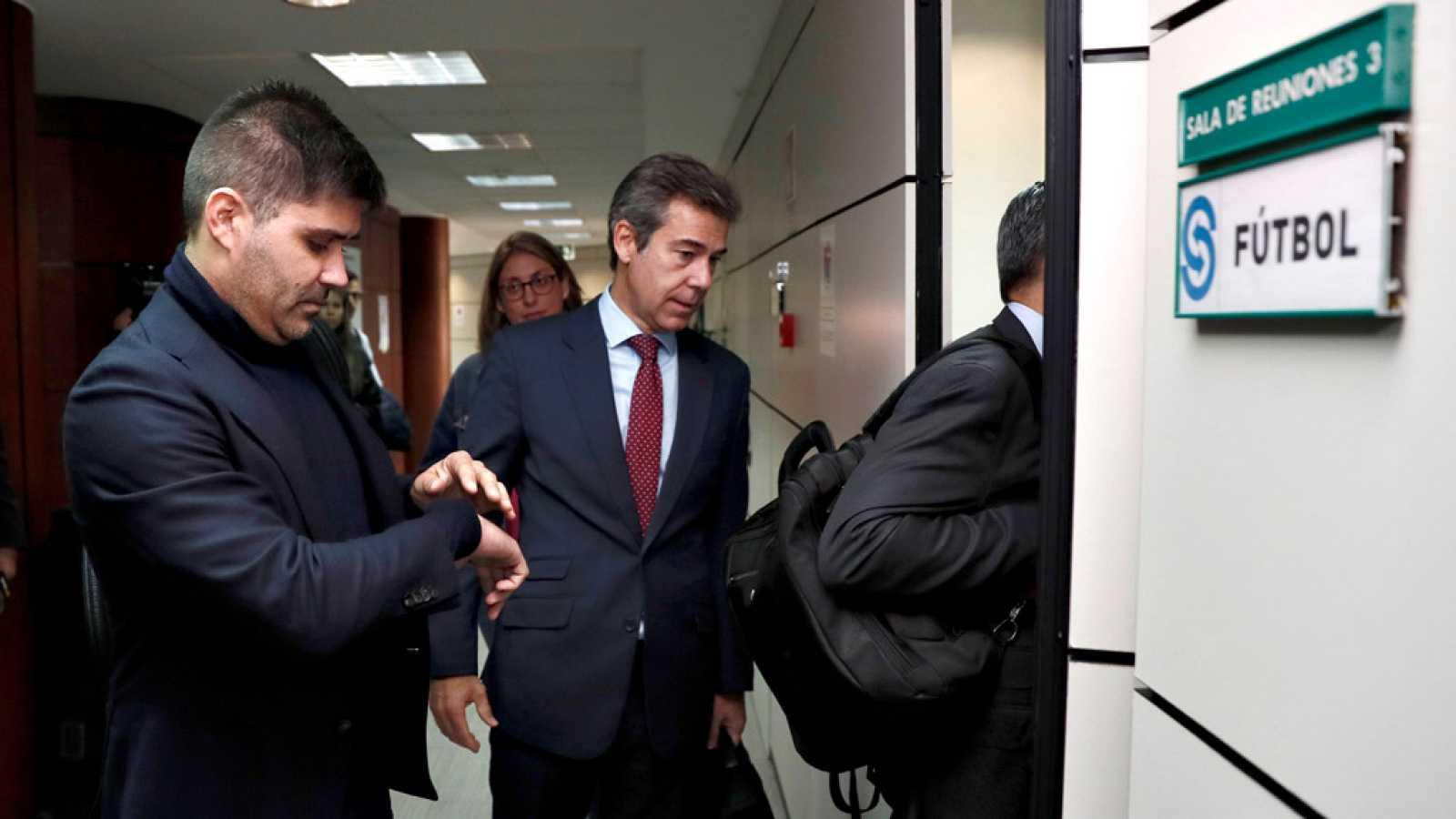 Las futbolistas de la Primera Iberdrola irán a la huelga  indefinida desde el 16 y 17 de noviembre, fecha de la novena jornada,  después de que sindicatos y patronal no alcanzasen un acuerdo en el  Servicio Interconfederal de Mediación y Arbitraje (S