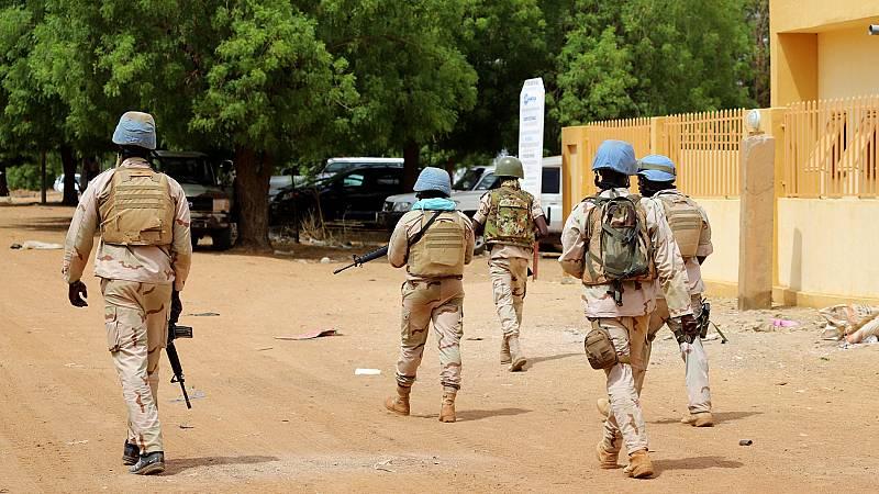 Un atentado terrorista contra un cuartel de las Fuerzas Armadas Malienses se salda con 54 muertos