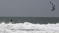 El viento o los fenómenos costeros ponen en alerta naranja a 14 provincias