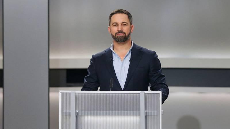 """El líder de Vox ha criticado al candidato del PSOE, Pedro Sánchez, y el de Unidas Podemos, Pablo Iglesias, por su defensa de la memoria histórica que, dice, """"rescataviejos odios del pasado"""", lo que ha terminado en un rifirrafe con Iglesias."""