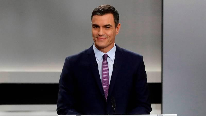 """Sánchez acusa a Casado y Rivera de ser """"la derecha cobarde"""" frente a Vox"""