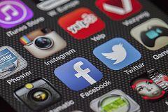 A partir de hoy - ¿Se desenvuelven bien nuestros mayores en las redes sociales?