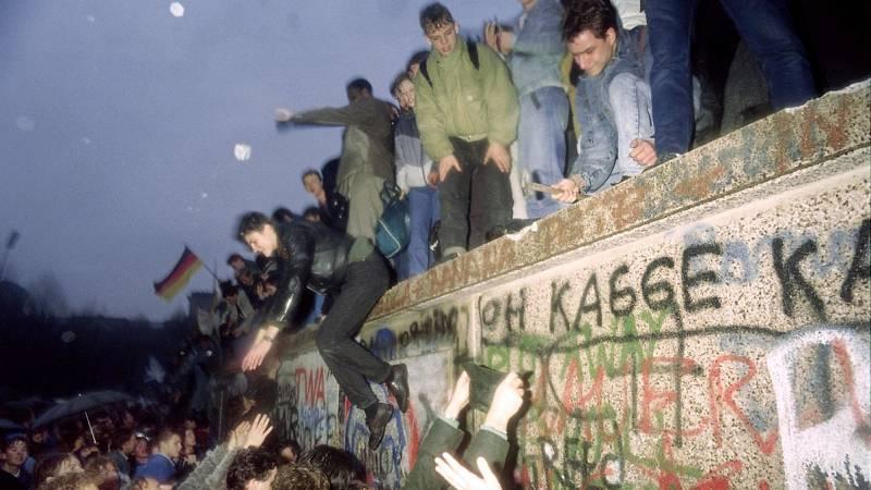 El Muro de Berlín empezó a resquebrajarse mucho antes de su caída