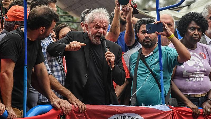Lula carga contra Bolsonaro en su primer día en libertad