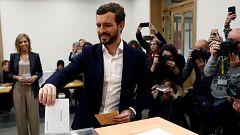 Pablo Casado vota en el colegio del Pilar de Madrid