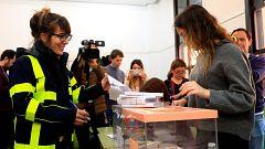 """Millones de ciudadanos acuden a votar y esperan el """"desbloqueo"""" político tras el 10N"""
