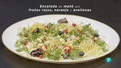 La ciencia de la salud - Ensalada de mató con frutos rojos, naranja y avellanas.