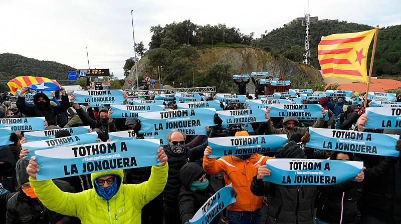 Indenpendentistas catalanes cortan el paso fronterizo de La Jonquera