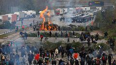 Los Mossos comienzan a desalojar a los manifestantes de la AP-7