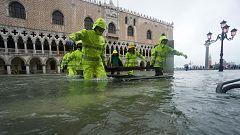 El agua ahoga y anega Venecia en las peores inundaciones desde 1966
