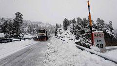 La nieve dificulta el tráfico en numerosas carreteras del centro y norte peninsular