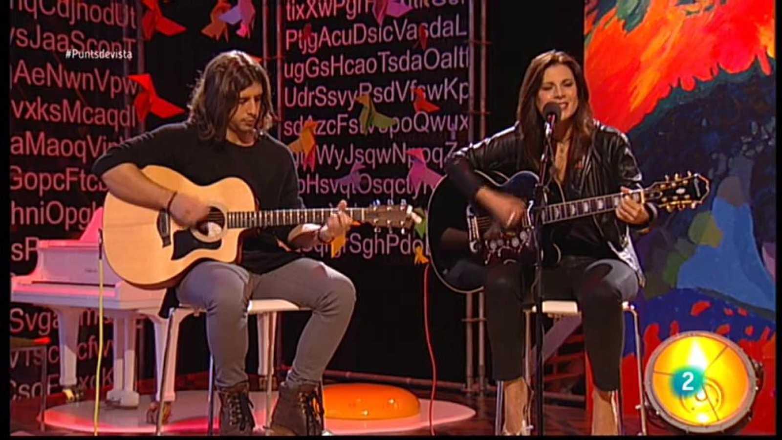 """Elena Ley Band en directe al plató de Punts de vista per interpretar-nos """"I love you more""""."""