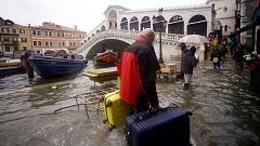 Desciende el nivel del agua en Venecia