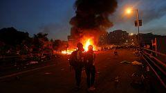 Duros enfrentamientos entre los manifestantes y la Policía en Hong Kong
