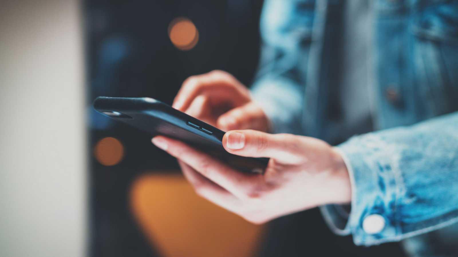 El INE comienza rastrea durante cuatro días millones de móviles para conocer la movilidad de los españoles