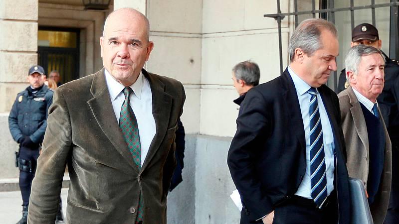 Chaves y Griñán llegan al tribunal para recoger la sentencia del caso de los ERE