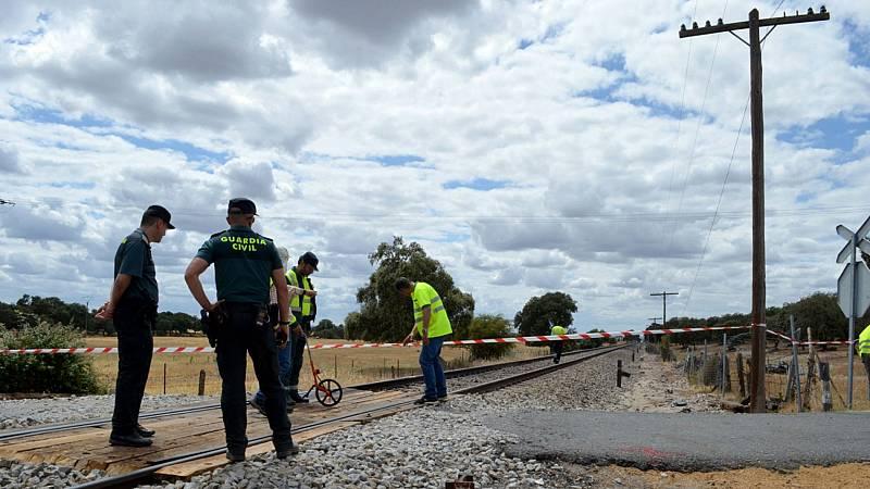 Dos personas mueren en Manzanares al arrollar un tren la furgoneta en que viajaban