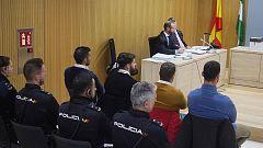 Policías de Navarra niegan que el juez les pidiera buscar otros delitos en los móviles de La Manada