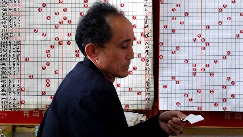 China juega 4.000 millones de euros a la Lotería de papel al mes