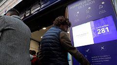 Un nuevo sistema electrónico permite esperar menos cola en Doña Manolita