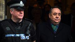 Alex Salmond está acusado de dos violaciones, nueve cargos de agresión sexual, dos de abuso sexual y uno de desorden público