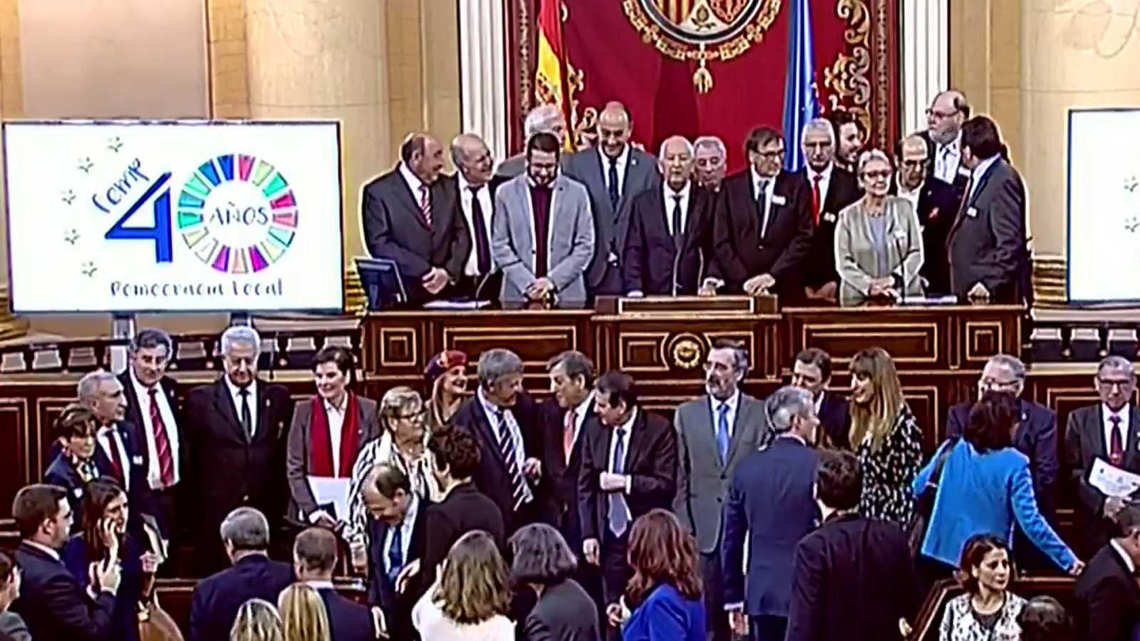 Homenaje a los 22 alcaldes más antiguos en el 40 aniversario de las primeras elecciones municipales