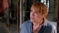 """Promesas de arena - Julia le confiesa a Andy que Hayzam es """"El Halcón"""""""