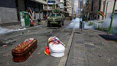 Bolivia espera la convocatoria de elecciones entre manifestaciones y enfrentamientos