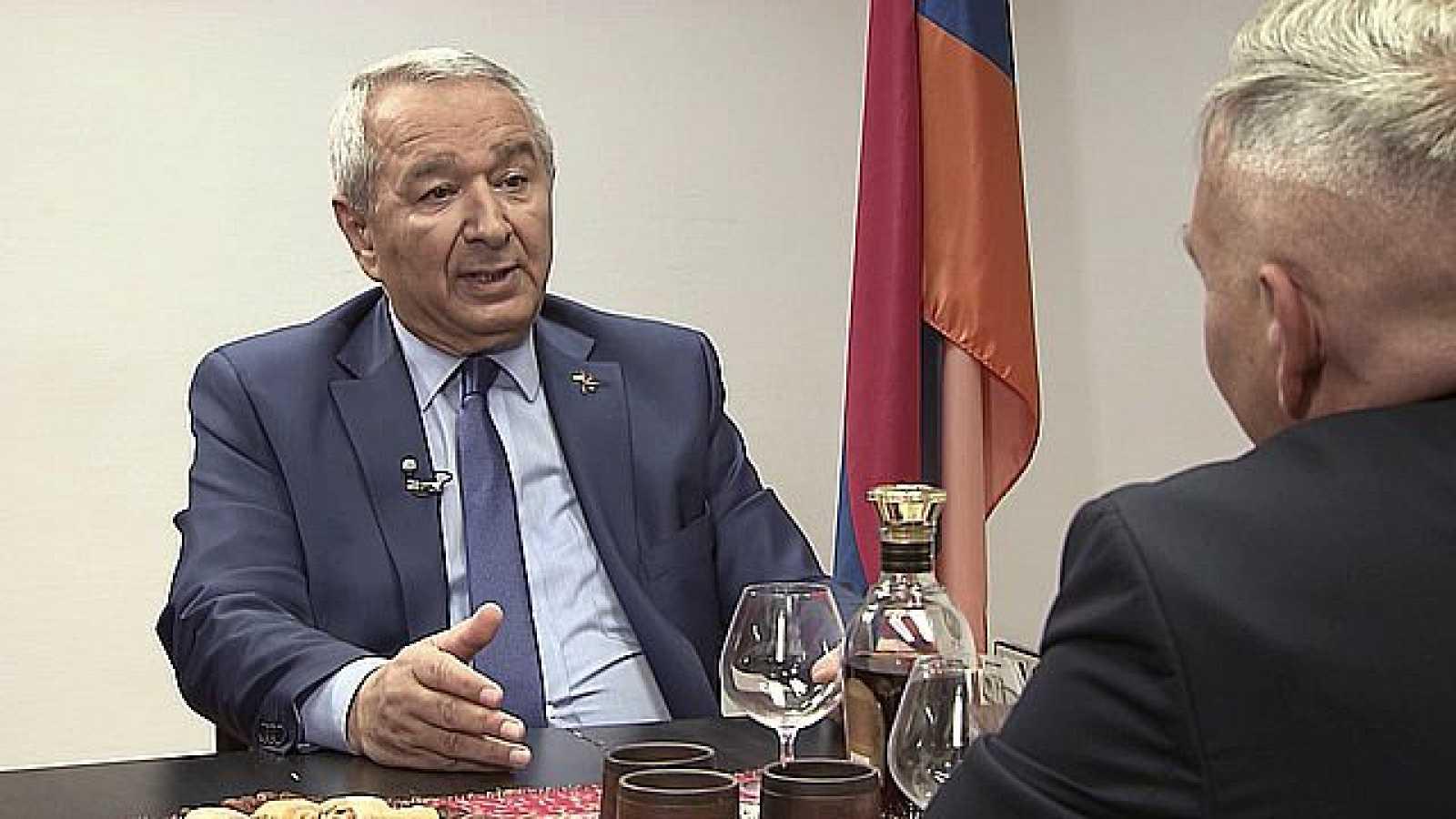 25 Minutos de conversación - Exmo. Sr. Embajador de Armenia