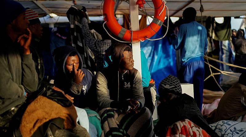 El Aita Mari espera el permiso de Malta para desembarcar a los 78 rescatados en el alta mar