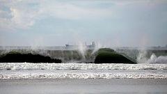La costa gallega en alerta naranja por el fuerte oleaje