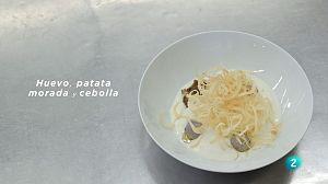 Receta de huevo, patata morada y cebolla
