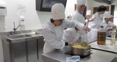 En lengua de signos-Curso de Ayudante de Cocina para personas sordas