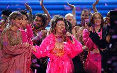 Corazón - ¡En los American Music Awards se arriesgan con la vestimenta!