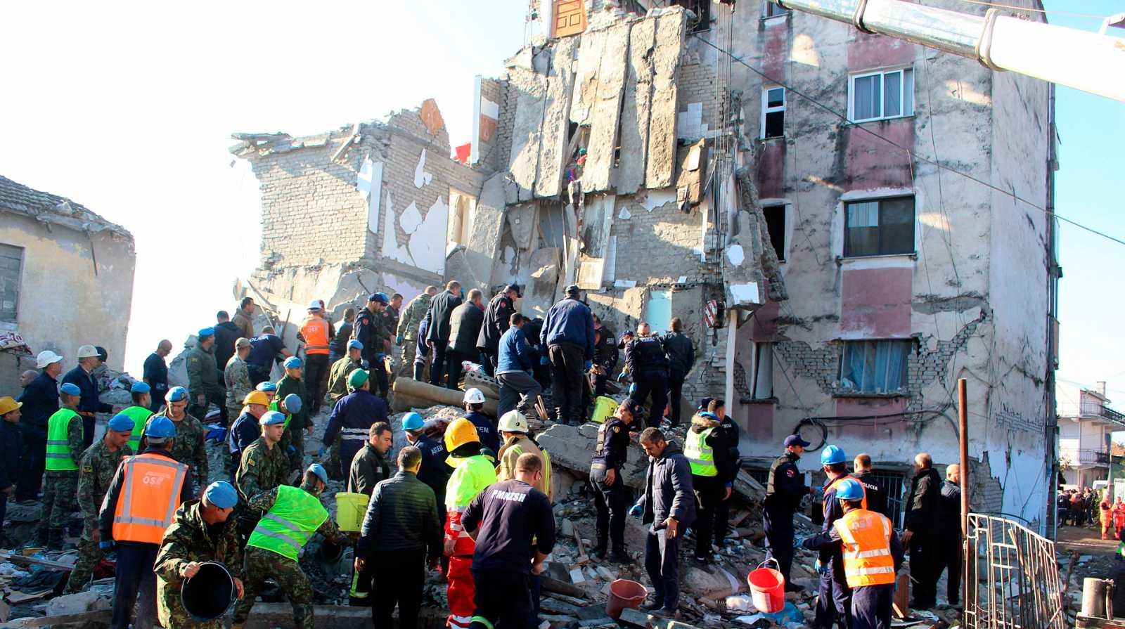 Un terremoto de magnitud 6,4 deja más de 15 muertos y 600 heridos en Albania