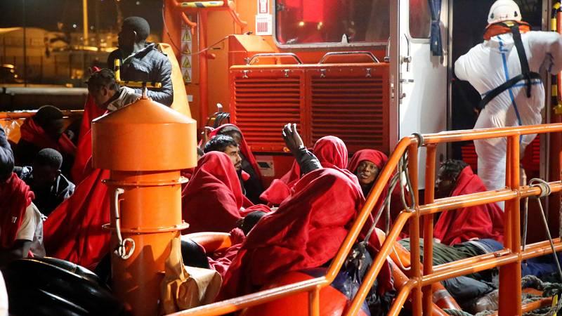 Tres muertos y al menos diez desaparecidos al naufragar una patera a 30 millas de Melilla
