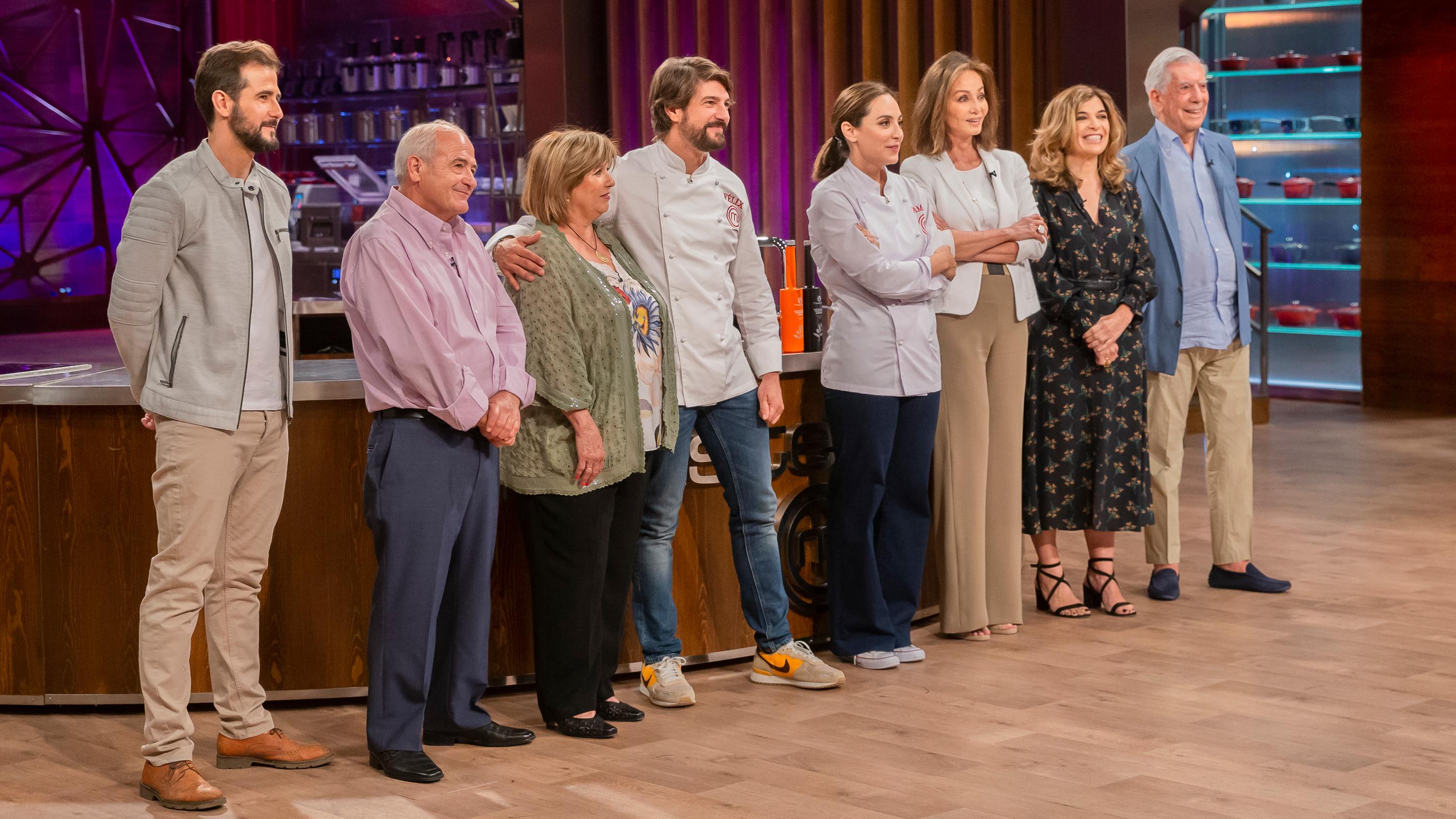 Masterchef Celebrity 4 Los Padres De Felix Isabel Preysler Y Mario Vargas Llosa Visitan Las Cocinas