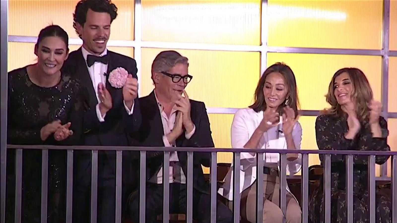 "MasterChef Celebrity 4 - Los Chunguitos sorprenden a Isabel Preysler cantando ""Me quedo contigo"""