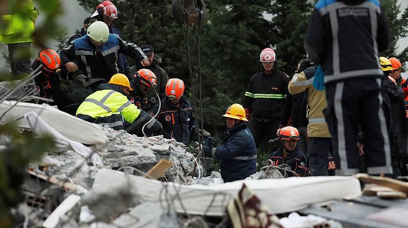 En Albania ya son 40 las víctimas del terremoto