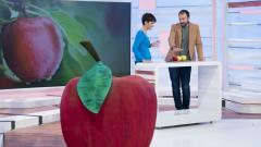 ¿Es bueno pelar la manzana?