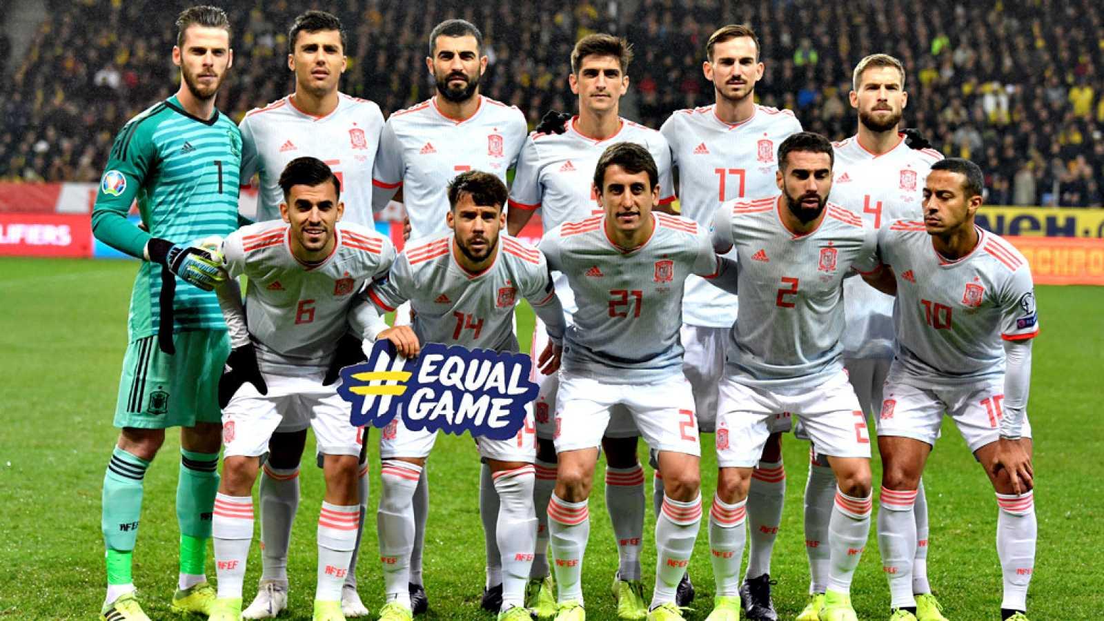 La selección española de fútbol conocerá este sábado cuales serán  sus primeros tres rivales de la fase de grupos en la Eurocopa 2020,  un sorteo que se llevará a cabo en Bucarest a partir de las 18.00  horas y con potenciales enemigos de nivel para