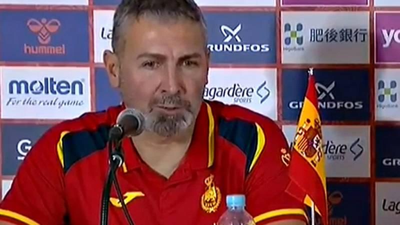 El seleccionador español ha querido rebajar los ánimos de las Guerreras después de su contundente victoria sobre Hungría en el segundo partido del Mundial de balonmano Japón 2019.
