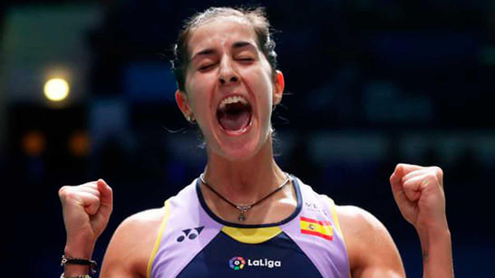 La española Carolina Marín, campeona olímpica y mundial, derrotó este domingo a la tailandesa Phittayaporn Chaiwan por 21-12 y 21-16, adjudicándose la victoria en el Syed Modi International Badminton Championship en la India.