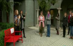 En Lengua de Signos - Un banco rojo contra violencia de género