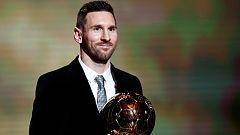 Messi recibe su sexto Balón de Oro de la mano de Modric